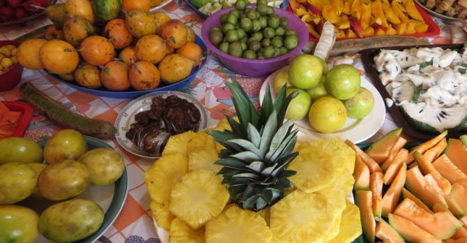 Costa Rican fruit, including momones