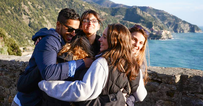 Group Hug in Campania SP15