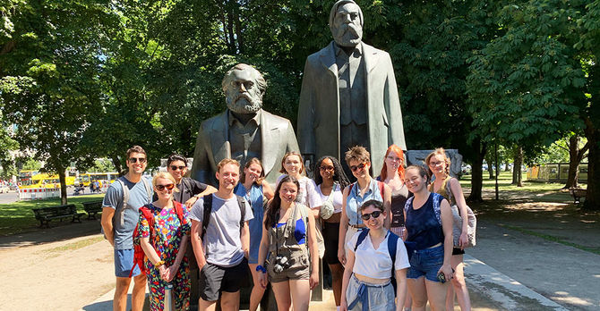 Students on walking tour Berlin SU19