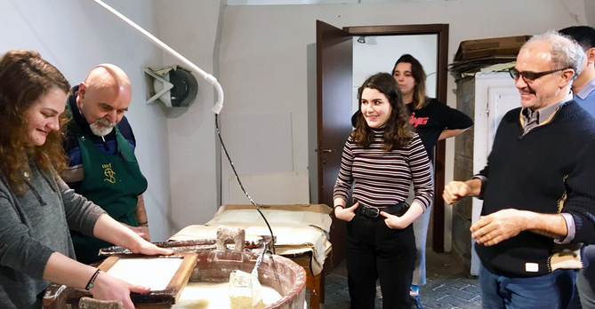 Papermaking in Fabriano SP18