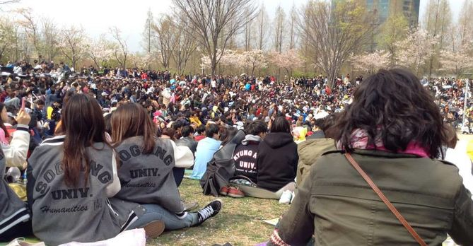 Crowd, Sogang student jackets