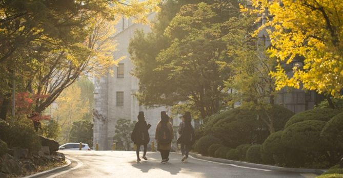 Ewha students on campus