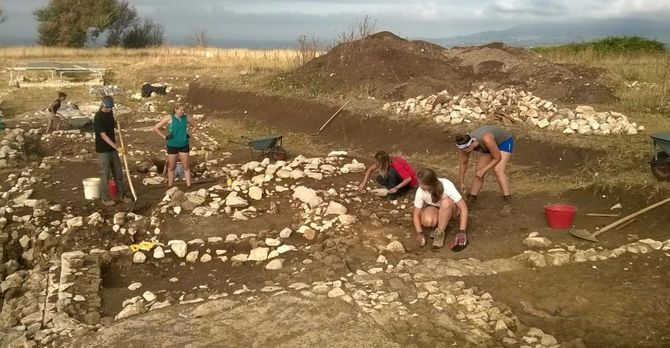 summer 2015 student excavating