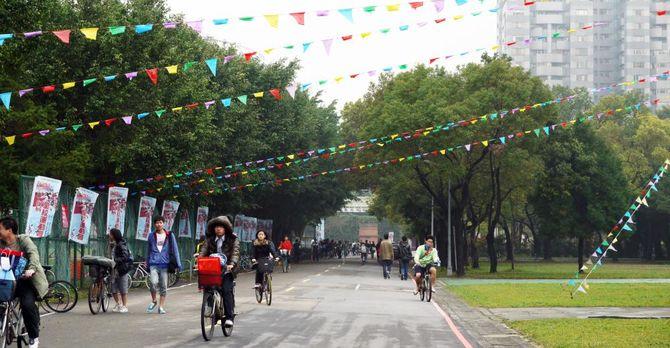 National Taiwan University bike lanes are bustling!