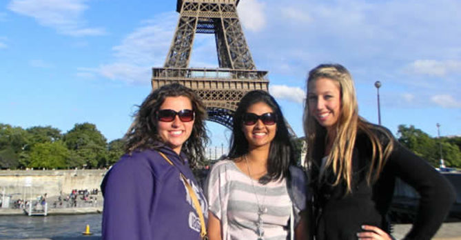 Students in front of the Eiffel Tower