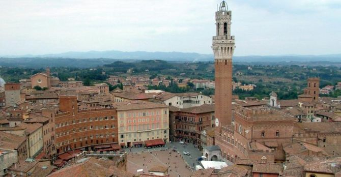 Piazza del Campo in Siena, Italy. Photographed by Krzysztof Wysocki in August 2005.