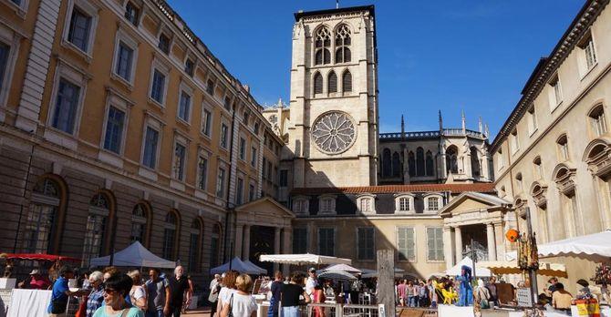 A sunny Lyon marketplace.